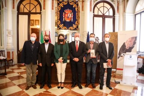PRESENTADA LA OBRA 'LOS AÑOS RADICALES' DEL ESCRITOR ALBERTO DE LA ROCHA, XIV PREMIO MÁLAGA DE NOVELA